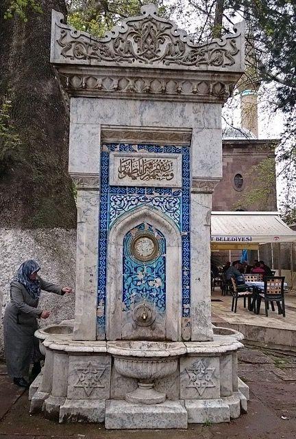 Kaymakam çeşmesi/Söğüt/Bilecik/// Sultan Reşat döneminde ilçe kaymakamı Sait Bey tarafından yaptırılmış, dört yanında çini desen ve süslemelerin bulunduğu bir çeşmedir. Söğüt merkezde yer almaktadır.