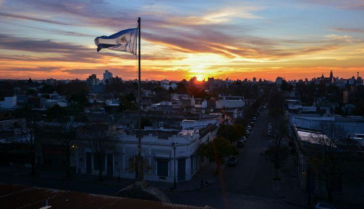 https://flic.kr/p/VV6Vis | LA BANDERA | La bandera Argentina flameando sobre la querida Estación del Barrio Meridiano V, La Plata, Argentina. El día de la bandera se conmemora cada año en Argentina el 20 de junio. Esa fecha es feriado nacional y día festivo dedicado a la bandera argentina y a la conmemoración de su creador, Manuel Belgrano, fallecido en ese día de 1820. La fecha fue decretada por ley 12.361 del 8 de junio de 1938, con aprobación del Congreso, por el entonces presidente de la…