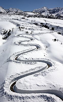 Snow road,Tateyama Japan  http://www.alpen-route.com/en/introduction