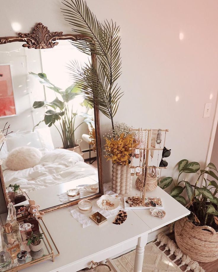 Thanks for the bedroom inspo, Celeste Delaune.esca…