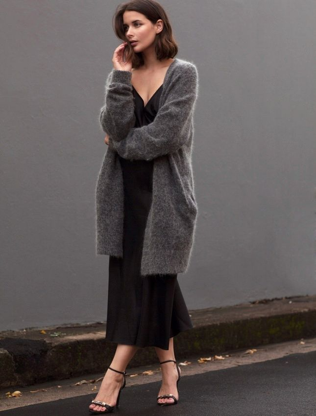 Robe du soir esprit nuisette + maxi gilet douillet = le bon mix (photo Harper and Harley)