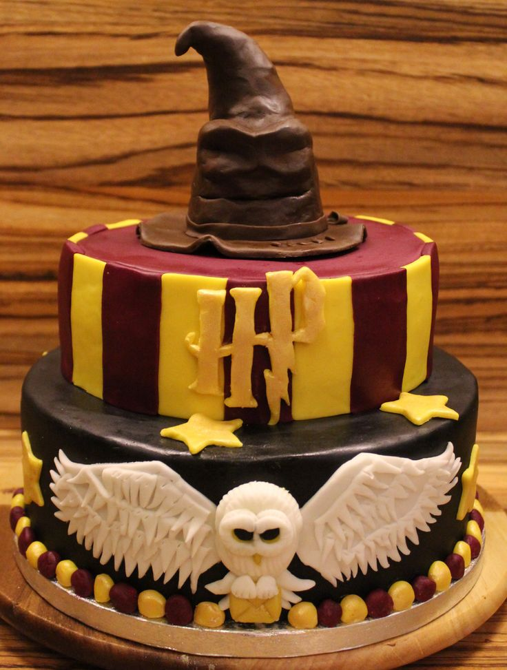 7. It like Hedwig is about to fly off this cake!