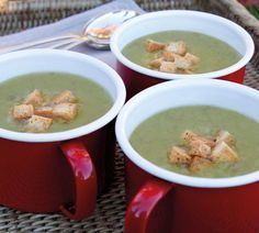 Annabel-Langbein-Pea-and-Ham-Soup 1 large smoked ham or bacon hock 2 bay leaves 3 cups dried split green peas, rinsed and checked for stones salt and ground black pepper