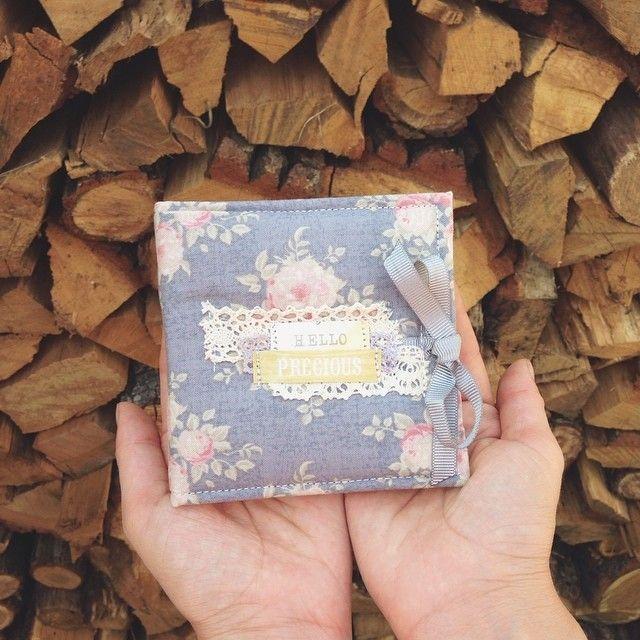 Они такие крошки, так приятно в руках держать  Для самых красивых инста-снимков ☺️❤️ #инстабук #sukhova #handmade