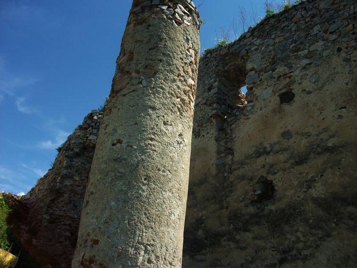 Oponice castle South pillar 2016