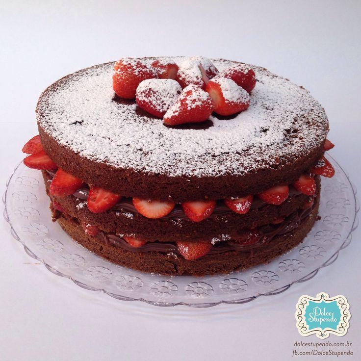 Naked Cake de chocolate com morango e brigadeiro gourmet  #cake #nakedCake #nakedCakeStrawberry #cakeStrawberry