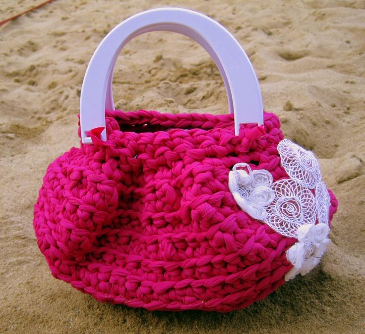 Spiaggia lago o città, scegli dove portare la tua borsa fucsia, ti seguirà ovunque! Beach lake or city, choose where to take your bag fuchsia, it will follow you everywhere!