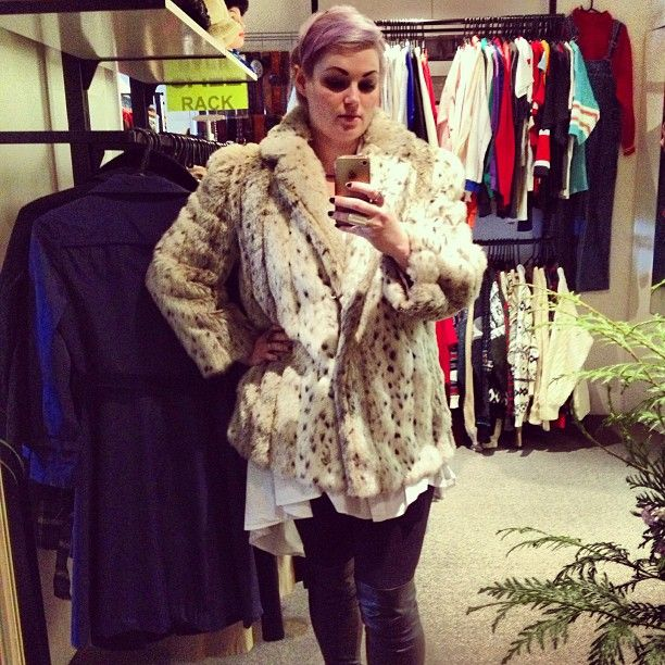 Snapping pics at Sheila vintage I came across this divine snow leopard faux fur, going back for this on monday!