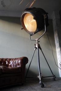 17 best images about vintage stage movie lights on pinterest spotlight industrial and hollywood Lampe projecteur cinema