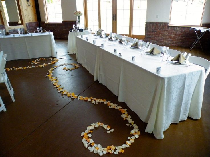Elegant flower details infront of the head tables. Wedding planning by MuseEvents.com