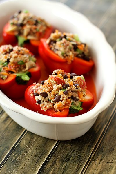 Stuffed peppers with quinoa and black beans instead os beef and rice. Excellent.: Red Peppers, Black Beans, Food, Recipes, Healthy, Yummy, Stuffed Belle Peppers, Quinoa Stuffed Peppers, Stuffed Bell Peppers