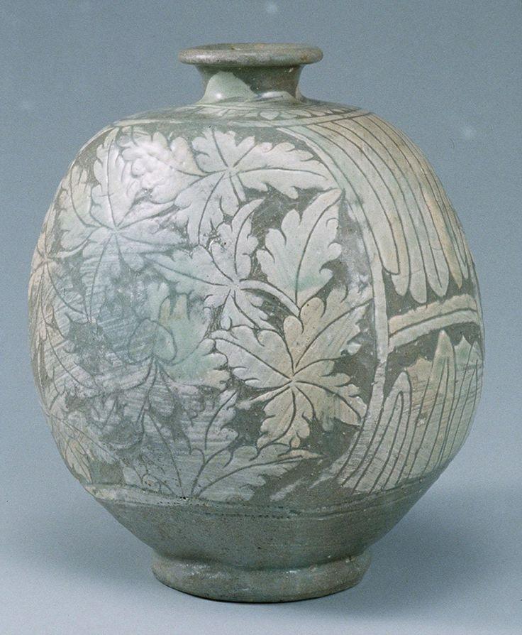 Buncheong Bottle | Joseon, 15th Century | Height 21.2 cm | Leeum Samsung Museum of Art