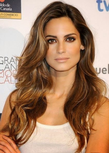 Beautiful Caramel Hair but with more highlights around face,12 Flattering caramel highlights on dark brown hair,Highlights ideas for brunette hair.Dark Brown hair color with caramel highlights.