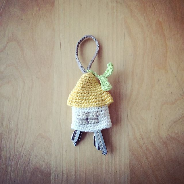 [Free Pattern] The Cutest Home For Your Keys - http://www.dailycrochet.com/free-pattern-the-cutest-home-for-your-keys/