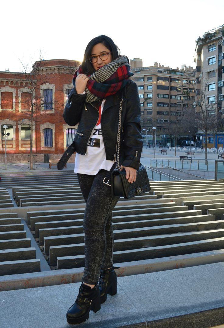 Look rockero de invierno con bufanda