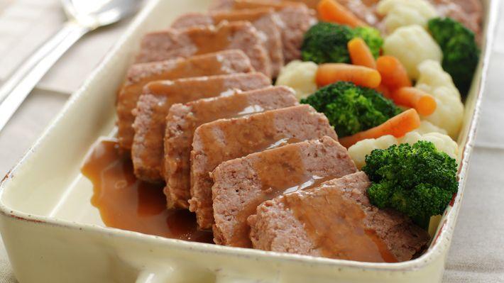 Kjøttpudding - Tradisjon - Oppskrifter - MatPrat Jeg liker å ha baconskiver på toppen,gir en utrolig god smak i kjøttpuddingen :)