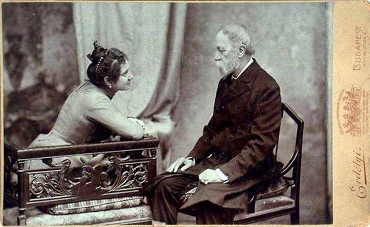 Jókai Mór és második felesége, Nagy Bella 1900 körül. Fotó: Erdélyi Mór