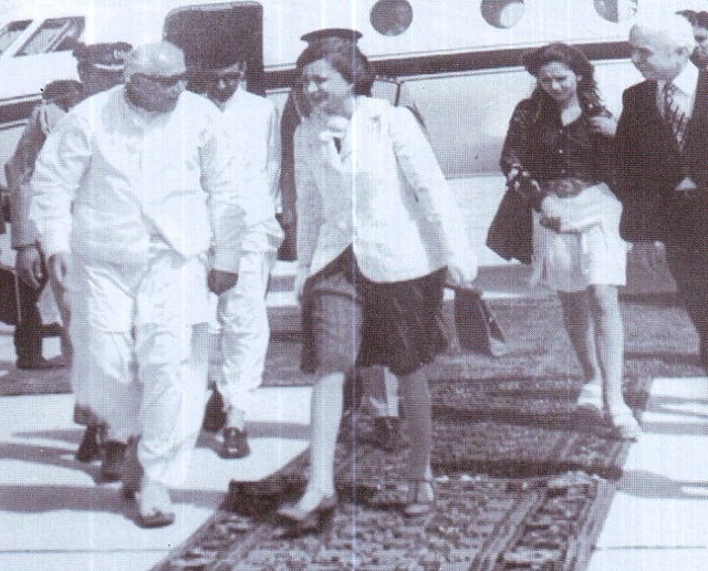 Back track diplomacy: Princess Ashraf Pahlavi is welcomed in Quetta by Doc Kazi #pakistan