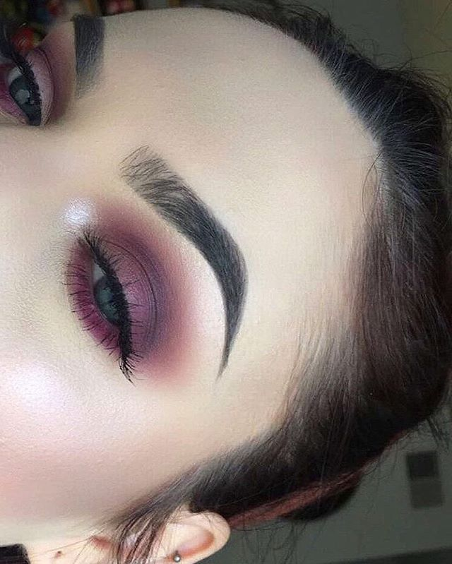 Beautiful look @melisssaspiteri  BROWS: #Dipbrow in Taupe  EYES: Modern Renaissance  #anastasiabeverlyhills #modernrenaissance
