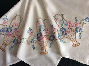 Прекрасный старинный ручной вышивкой скатерть ~ красивые цветочные корзины   eBay