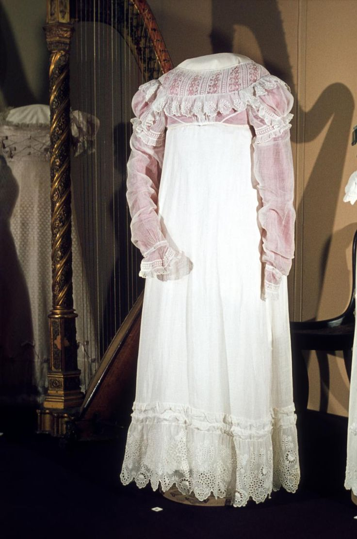 Dress (c. 1816) (ENGLAND)   Medium cotton muslin, silk (lining) Place/s of Execution (England) Accession NumberD115-1974