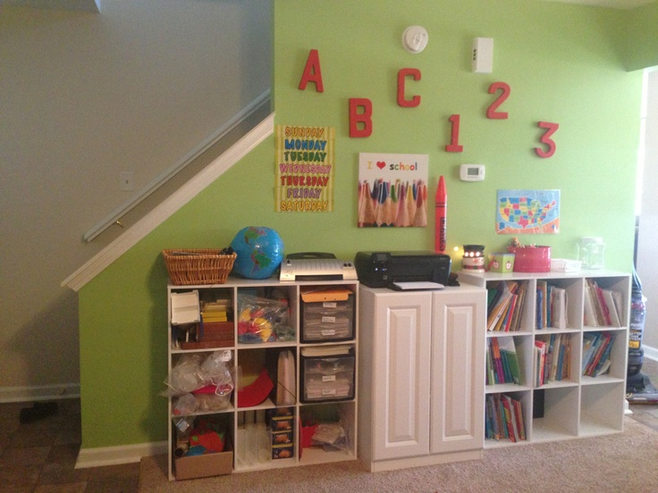 A peek inside the home classroom of an online schooling family (Hoosier Academies). Love the fun green and red color scheme!