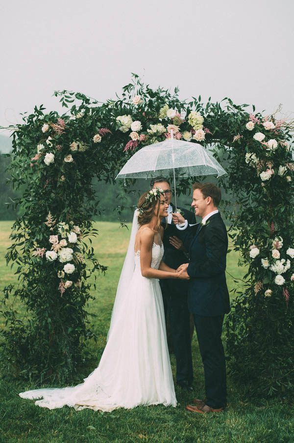 This rainy wedding ceremony is too cute for words | Photography by The Image Is Found