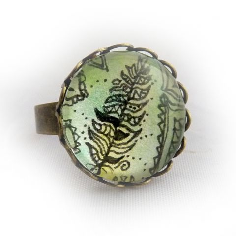feather – ring painted with a hand