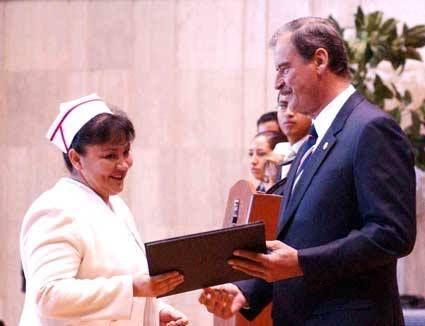 Fox durante la Ceremonia Conmemorativa del Día de la Enfermera 2006, que tuvo lugar en el Centro Médico Siglo XXI.