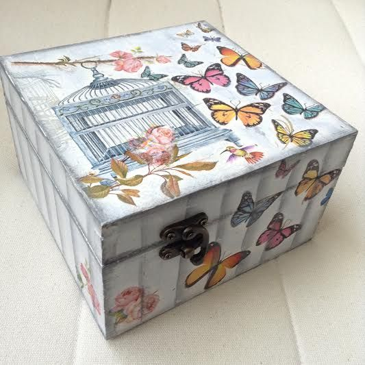 jewelry box with butterflies 20 x 20 x 9 cm