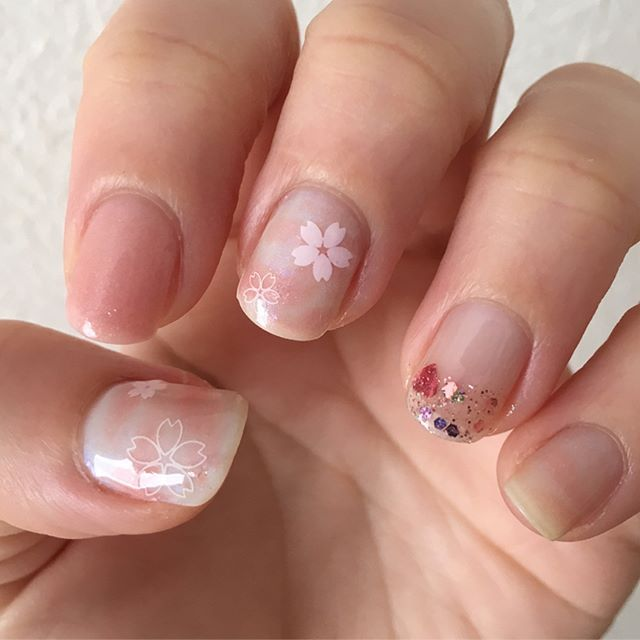 #HOMEI春が来たネイルアレンジコンテスト  #ウィークリージェル で、名付けて #春霞ネイル !? WG-12 Lady Pink と WG-28 Mint Macaron でまだらに塗って、#しずくネイルシール を貼りました! 1本は #スパンコールネイル の #姫のささやき を先端のみに。 姫のささやきをちょこっとだけ塗るの、簡単でかわいくて好きです。 トップにWG-0を塗っています。  #春が来たネイル #HOMEI #ホーメイ #ジェルネイル #セルフネイル #セルフジェルネイル #春ネイル #ショートネイル #桜ネイル #さくらネイル #マーブルネイル #あんのネイル