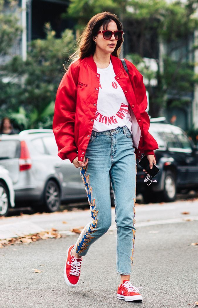10 Graphic Tee Outfits to Try This Fall