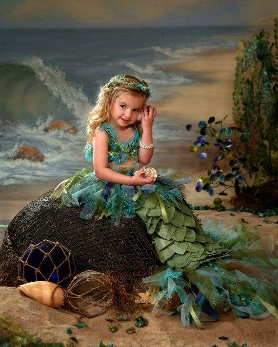 Traje de sirena, el último en un pequeño traje de las niñas.