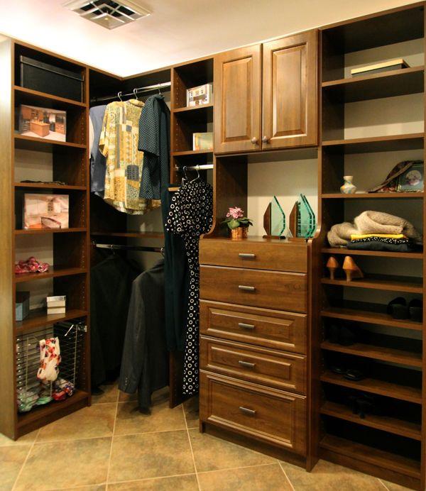 Great Use Of A Corner Walk In Closet Dizajn Garderobnoj Dom Uglovoj Shkaf