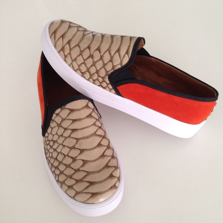 Slip-on croco