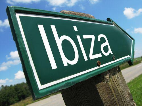 Eivissa tra divertimento sfrenato e spiagge mozzafiato