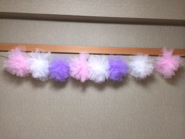 ピンク・パープル・白、各3個。デッキ下ピンクパープル。木に白三個下げるのはいかがでしょうか?