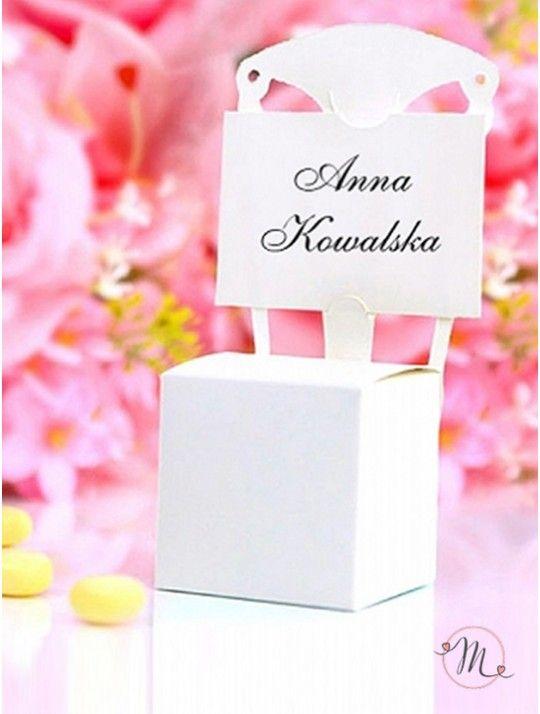 Box sedia segnaposto,colore bianco. Ideali come segnaposto e/o segnatavolo.  Capienza: 3/5 confetti.  La bomboniera è dotata di bigliettino in cartoncino per scrivere il nome dell'invitato.  Dimensioni: box 5 x 5 x 5 cm, altezza sedia 13 cm. Ordine minimo 10 pezzi e multipli di 10. In #promozione #matrimonio #weddingday #ricevimento #wedding #segnaposto #segnatavolo #decorazioni #sconti #offerta