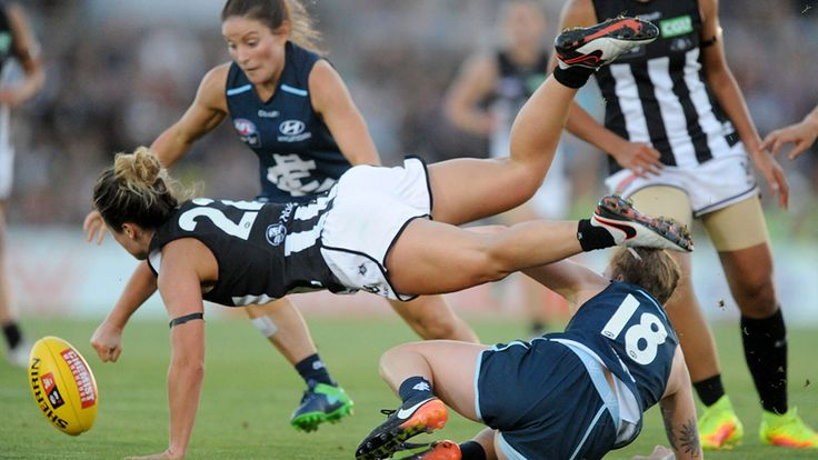 Carlton have defeated Collingwood by 35 points in front of a capacity crowd in the first match of the AFL Women's competition.