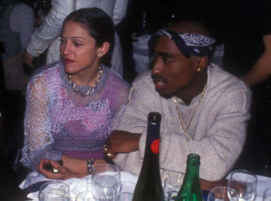 Tupac Shakur confessò in una toccante lettera dal carcere di dover interrompere la relazione con Madonna perchè era troppo bianca