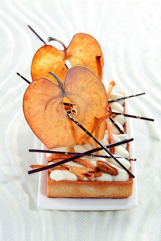 Десерт с яблоками,шоколадом и орехами.