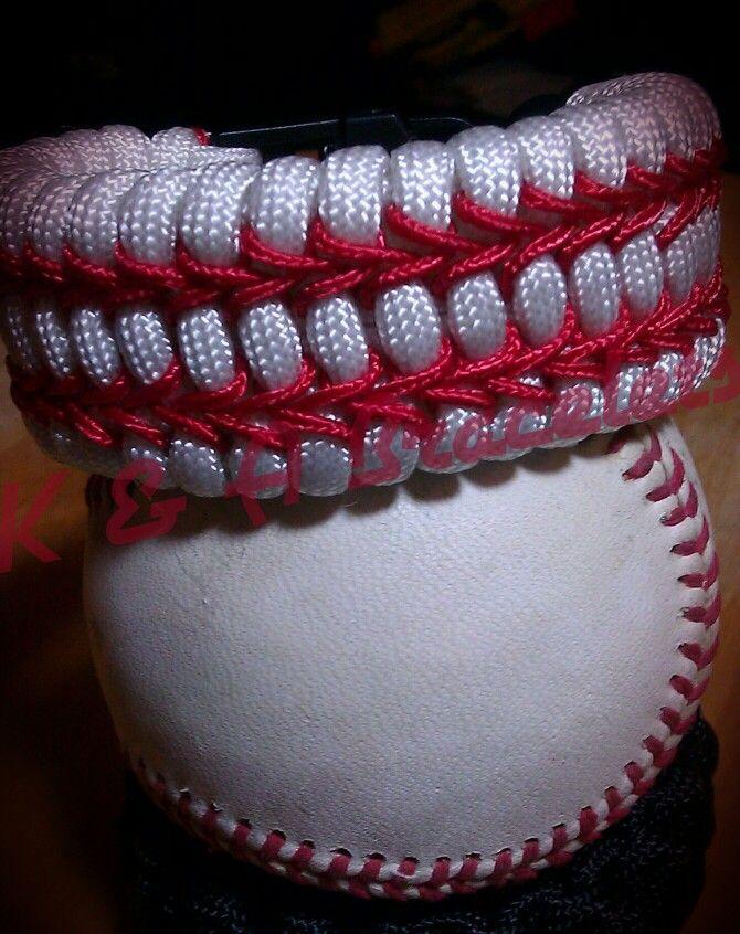 http://www.paracordist.com Love the baseball design. Stitched ladder rack paracord bracelet