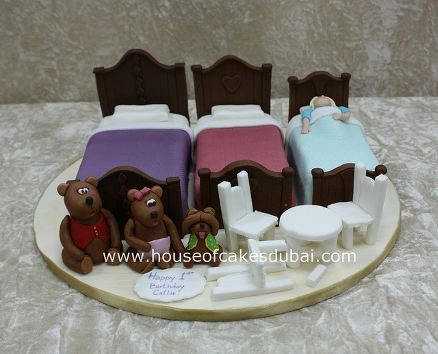 Cake With Cupcakes Goldilocks : Goldilocks and the three bears cake Bear cakes, Cake and ...