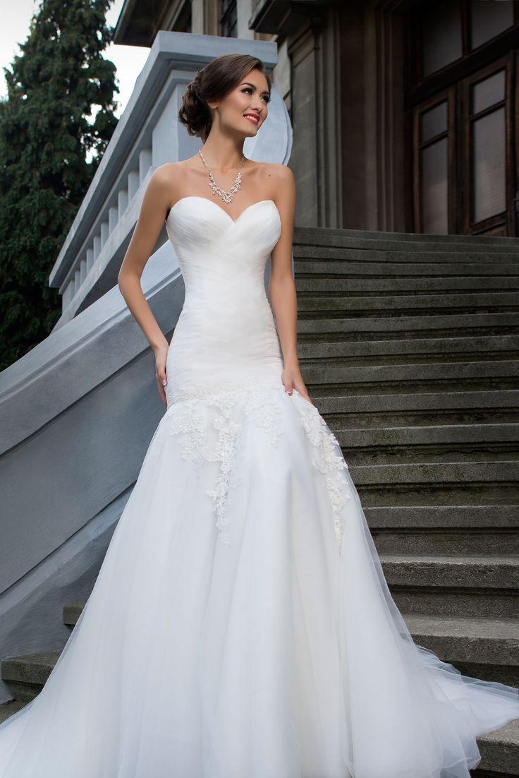 Krásne svadobné šaty na štýl morská panna so srdiečkovým výstrihom
