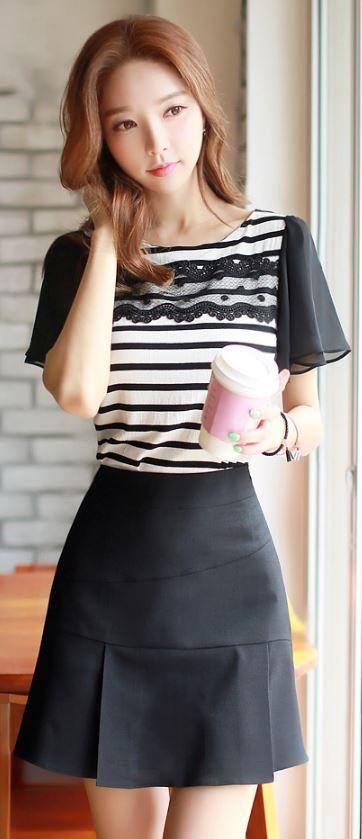 StyleOnme_Pleated Hemline Flared Skort #cute #koreanfashion #summer #black #skirt #pretty #simple #dailylook