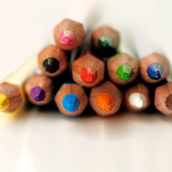 Combicolor farveblyanter der sammen med lidt vand også kan male på huden. Ikke giftige