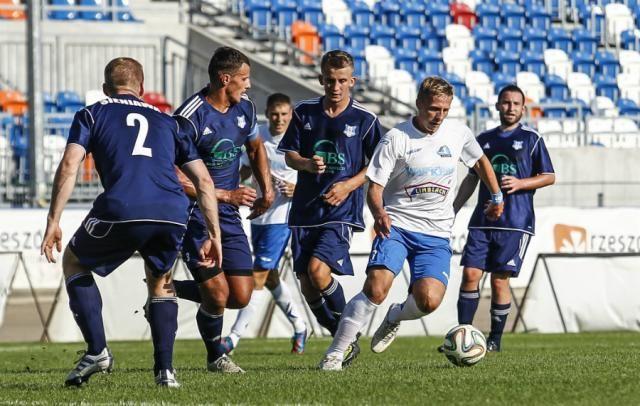 Piłkarze Sokoła Sieniawa wygrali 2-1 w rozegranym w sobotnie przedpołudnie sparingu ze Stalą Rzeszów.