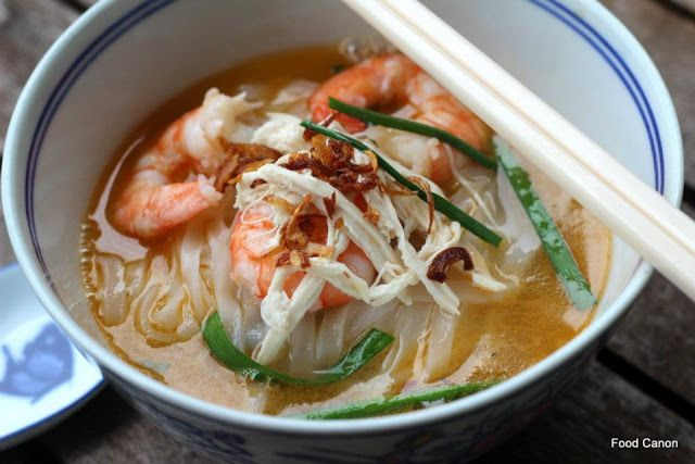 The Food Canon - Inspiring Home Cooks: Auntie Ruby's Ipoh 'Kai See' Hor Fun (Flat Noodles with Shredded Chicken)