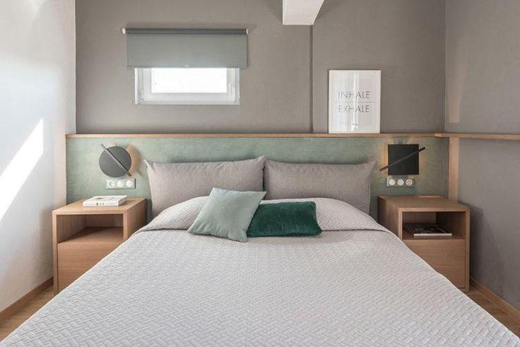 Das Hauptschlafzimmer ist in Grau und Minze gefertigt, mit Zusatz von Naturholz