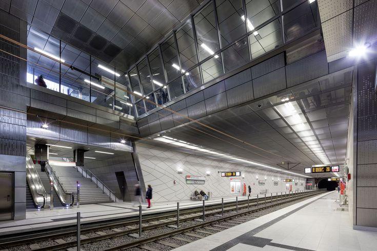 "Wehrhahn-Line Düsseldorf,Benrather Strasse Station: ""Heaven Above, Heaven Below"". Image © Jörg Hempel"